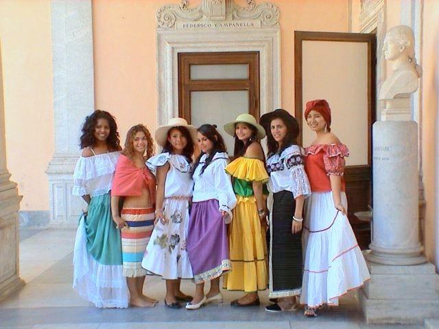 Ecuador-Invito-Conferenza-Bicentenario-ecuador-1024x985  Ecuador-monumento-1809  Ecuador-fanciulle  ECUADOR-altri-costumi-ecuadoriani  Ecuador-alcune-bellezze-ecuadoriane
