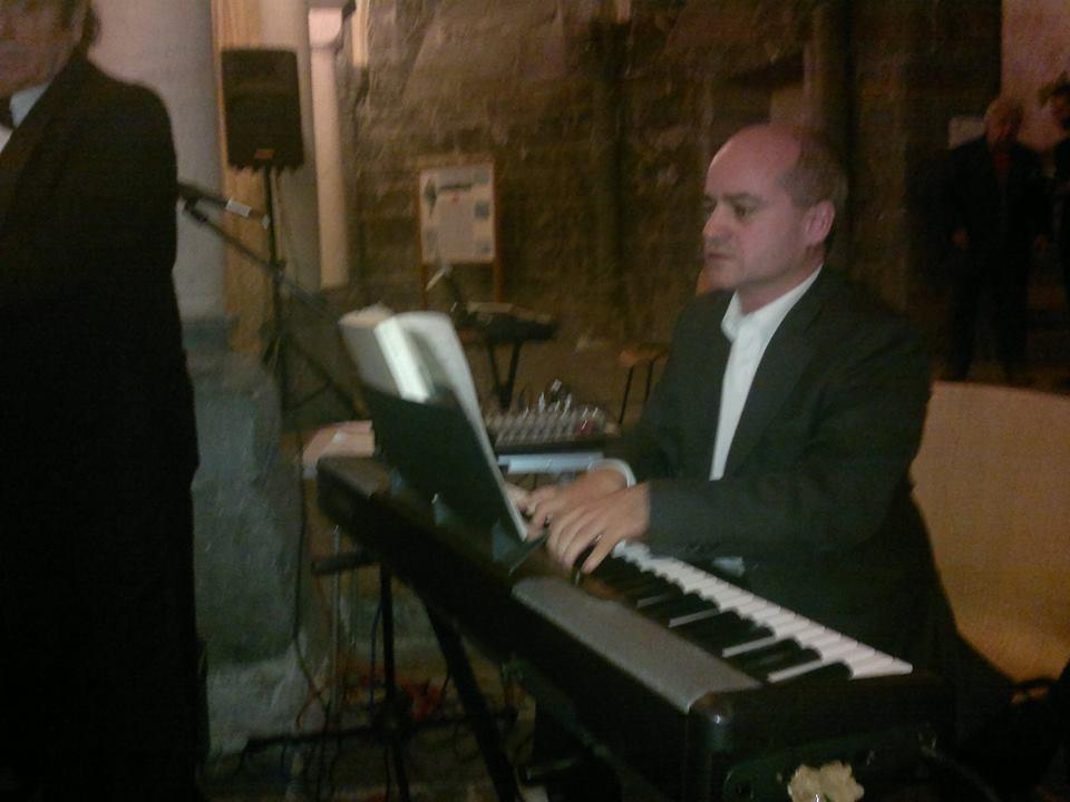 COMMENDA-2013-12-ottobre-Concero-2  Chiostri-2013-Concerto-presentazione  Chiostri-2013-Concerto-il-moderatore  Chiostri-2013-Concerto-pianista