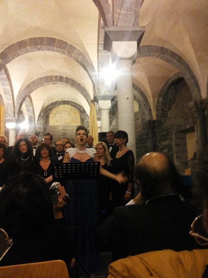 COMMENDA-2013-12-ottobre-Concero-2  Chiostri-2013-Concerto-presentazione  Chiostri-2013-Concerto-il-moderatore  Chiostri-2013-Concerto-pianista  Commenda-1-soprano