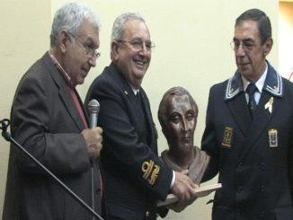 Premio-allAmm.-consegna-Croce-Mauro-326x245