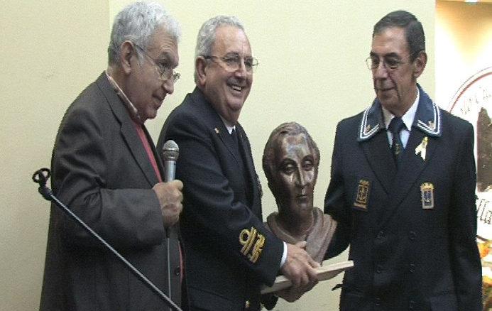 Premio-allAmm.-consegna-Croce-Mauro-693x438
