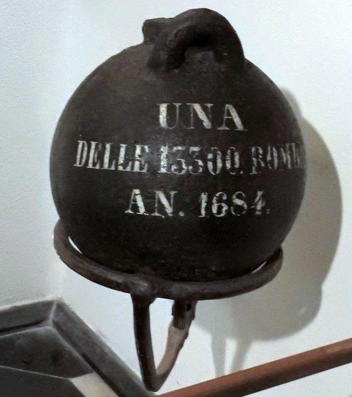 Bomba-1684-grande-e-pulita  AB-Bombardamento-DOCGenova-1684-bomba-esplosiva-a-S.M.-di-castello