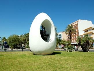 IBIZA-Monumento-al-Descubrimiento-de-América-conocido-popularmente-como-'Huevo-de-Colón-326x245