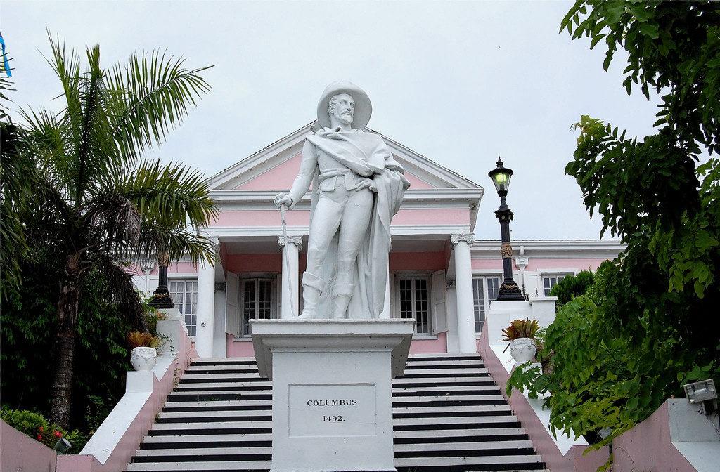 COLOMBO-MONUMENTO-NASSAU-BAHAMAS-Government-House-1024x672