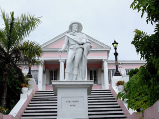 COLOMBO-MONUMENTO-NASSAU-BAHAMAS-Government-House-326x245