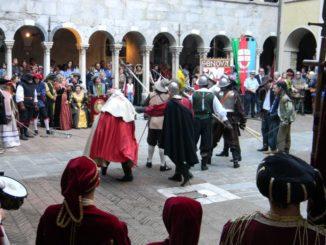 CHIOSTRI-2011-Chiostro-Canonici-lotte-tra-Adorno-e-fregoso-326x245
