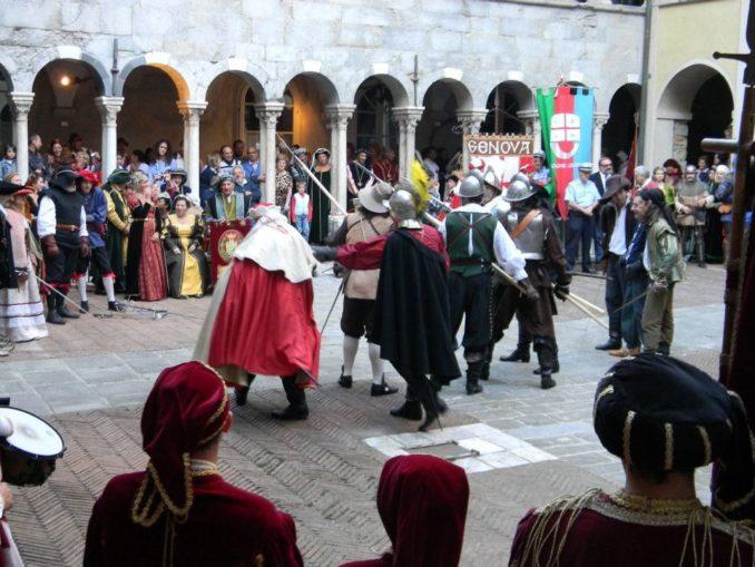 CHIOSTRI-2011-Chiostro-Canonici-lotte-tra-Adorno-e-fregoso-678x509
