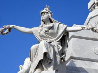 CIMITERO-a-Colon-statua-326x245