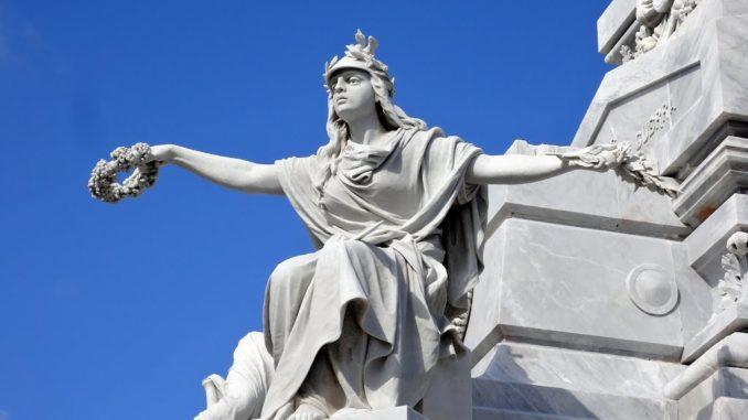 CIMITERO-a-Colon-statua-678x381