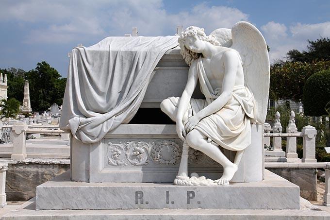 CIMITERO-sullarco-dennentrata-fede-speranza-carità  CIMITERO-tomba-allntrata