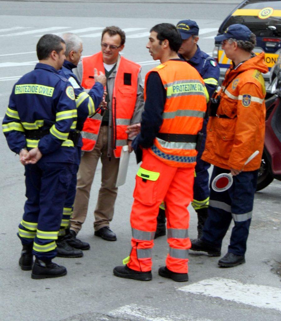 CHIOSTRI-2010-Volantino-A-1024x719  CHIOSTRI-2010-Volantino-B-1024x711  Chiostri-2010-Carmelo-Murdica-Manuele-Russo-e-la-squadra-della-Protezione-Civile.-Preparativi-per-il-corteo.-895x1024