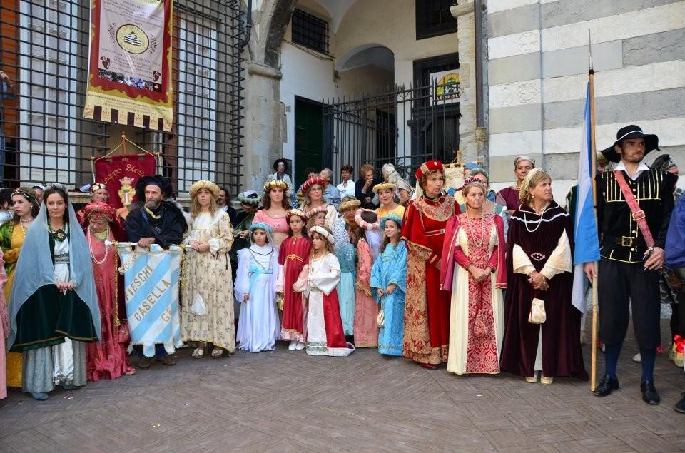 CHIOSTRI-2011-volantino-1-1024x724  CHIOSTRI-2011-volantino-2-1024x720  CHIOSTRI-2011-volantino-Comune-lato-A-989x1024  CHIOSTRI-2011-volantino-omune-993x1024  CHIOSTRI-2011-Città-di-Savona-foto-ricordo-a-Porta-Soprana  CHIOSTRI-2011-Città-di-Savona-a-Porta-Soprana  Chiostri-2011-vico-dritto-Ponticello  Chiostri-2011-Vico-dritto-Ponticello-si-parte  CHIOSTRI-2011-Gabriella-con-nipotina-alla-cosiddetta-casa-di-Colombo-1024x768  CHIOSTRI-2011-Città-di-Savona-Contea-Spinola-e-altri-al-Ducale  CHIOSTRI-2011-Città-di-Savona-a-de-Ferrari  Chiostri-2011-forse-De-Ferrari  CHIOSTRI-2011-M.Grazia-Costa-a-De-Ferrari-1-1024x768  CHIOSTRI-2011-in-San-Matteo-DOC  Chiostri-2011-011  Chiostri-2011-I-Fieschi-di-Casella-a-S.Matteo