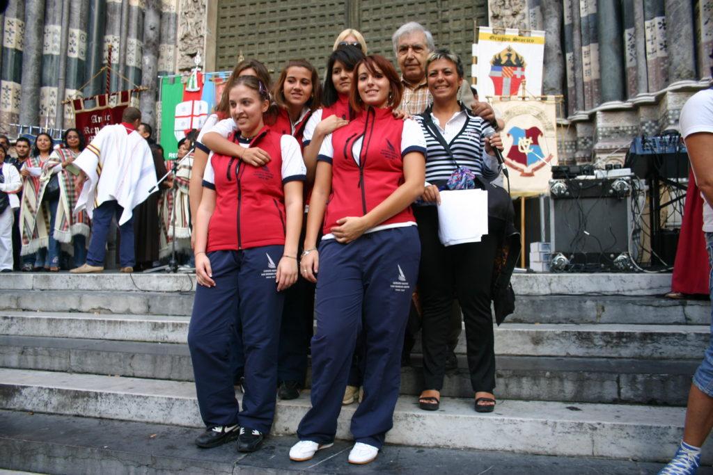 CHIOSTRI-2009-volantino-a-1024x724  CHIOSTRI-2009-volantino-b-1024x728  CHIOSTRI-2009-11-ottobre-XVIII^-edizione.-Coordinamento-Ligure-Donne-Latinoamericane-alla-18^-edizione-dei-Chiostri-del-tempo-di-Colombo-715x1024  Chiostri-2009-18^-ed.-I-Chiostri-del-tempo-di-Colombo-Cosiddetta-casa-di-Colombo-Preparativi-per-la-partenza-del-corteo--1024x683  CHIOSTRI-2009-18^-ed.-Chiara-Salice-1024x725  Chiostri-2009-Gonfaloni-Casa-Colombo-1024x690  CHIOSTRI-2009-11-ottobre-2009-sfila-il-gruppo-della-Dominicana-1024x731  CHIOSTRI-2009-11-ottobre-2009-Que-viva-Ecuador...-1024x779  Chiostri-2009-Gonfaloni-Via-XX-Settembre-1024x821  Chiostri-2009-De-Ferrari-731x1024  Chiostri-2009-Nuevo-Mundo-in-piazza-De-Ferrrari.-1024x683  Chiostri-2009-ACCADEMIA-1024x705  chiostri-2009-11-ottobre  Chiostri-2009-18^-ed.-Chiostri-Colidolat-a-De-Ferrari-001  CHIOSTRI-2009-San-Matteo-1024x589  CHIOSTRI-2008-targa-allAbate-Gian-carlo-Rapallo-1024x786  Chiostri-2009-Sagrato-di-San-Matteo-Si-dà-letttura-della-missiva-inviata-da-Cristoforo-Colombo-al-conte-Gian-Luigi-Fieschi-683x1024  Chiostri-2009-Daniele-Pellegrino-Cristoforo-Colombo-a-San-Matteo-1024x558  CHIOSTRI-2009-Nova-Militiae-1024x581  Chiostri-2008-Chiostro-dei-Canonici-1024x768  Chiostri-2009-Canonici-Anna-Carpignano-1024x664  CHIOSTRI-2009-11-ottobre-2009-Dominicana-1024x768  Chiostri-2009-Fraternitad-de-Urkupina-di-Bergamo-A-S.-Lorenzo-1024x566  Chiostri-2009-La-squadra-della-Società-Nazionale-di-Salvamento-1024x683  Chiostri-2009-tiro-fune-IMG_92-1024x683  Chiostri-2009-tiro-fune-IMG_9-1024x683  Chiostri-2009-tiro-funeIMG_9233-1024x683  Chiostri-2009-Tiro-fune-1024x683  Chiostri-2009-tiro-fune-IMG_9234-1024x683  Chiostri-2009-Esultanza-dei-vincitori-al-ritiro-della-targa-1024x683  IMG_9257-1024x683