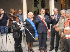 CHIOSTRI-2006-copertina-672x1024  CHIOSTRI-2006-volantino-a-538x1024  CHIOSTRI-2006-volantino-12-ottobre-538x1024  CHIOSTRI-2006-ARTICOLI-LA-REPUBBLICA-8-ottobre-2006-La-festa-nei-chiostri-del-giovane-Colombo-797x1024  CHIOSTRI-2006-Porta-Soprana  CHIOSTRI-2006-scritta-cancellat-Compagnia-dei-Viandanti-Chiostri-2006  CHIOSTRI-2006-cosiddetta-casa-di-Colombo  CHIOSTRI-2006-8-ottobre-2006-Gruppo-Storico-Fieschi-di-Casella-al-Chiostro-di-S.Andrea  CHIOSTRI-2006-san-Andrea  CHIOSTRI-2006-Chiostri-a-Matteotti  CHIOSTRI-2006-gonfaloni-a-San-Matteo  CHIOSTRI-2006-scene-di-corte-a-S.-Matteo  CHIOSTRI-2006-san-Matteo-Aleramici  CHIOSTRI-2006-astesi  CHIOSTRI-2006-Viandanti-a-S.Matteo  CHIOSTRI-2006-San-Matteo  CHIOSTRI-2006-combattimento-a-S.-Matteo  CHIOSTRI-2006-Astesi-a-S.-Matteo  CHIOSTRI-2006-Sbandieratori-a-San-Matteo.  CHIOSTRI-2006-trasferimento-da-San-Matteo-a-caricamento  CHIOSTRI-2006-Corteo-a-Campetto  CHIOSTRI-2006-orteo-in-via-Luccoli  CHIOSTRI-2006-DOC-Astesi-a-S.-Matteo  CHIOSTRI-2006-Contea-Spinola-a-Caricamento-2  CHIOSTRI-2006-Contea-Spinola-a-Caricamento  CHIOSTRI-2006-ANMI-a-Caricamento  CHIOSTRI-2006-sbandieratori-a-Caricamento  CHIOSTRI-2006-folla-incredibile-a-Caricamento  CHIOSTRI-2006-Io-Antonietta-e-Gianni  CHIOSTRI-2006-il-corteo-risale-via-san-Lorenzo-per-sistemarsi-nel-piazzale-antistante-la-cattedrale  CHIOSTRI-2006-Tiro-alla-fune-Arbitro-Tullio-Pisacane  CHIOSTRI-2006-Squadre-della-Lega-Navale-e-Nautico-San-Giorgio  CHIOSTRI-2006-tiro-fune  CHIOSTRI-2006-Canonici-provincia-Comune-e-regione