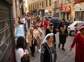 CHIOSTRI-2006-copertina-672x1024  CHIOSTRI-2006-volantino-a-538x1024  CHIOSTRI-2006-volantino-12-ottobre-538x1024  CHIOSTRI-2006-ARTICOLI-LA-REPUBBLICA-8-ottobre-2006-La-festa-nei-chiostri-del-giovane-Colombo-797x1024  CHIOSTRI-2006-Porta-Soprana  CHIOSTRI-2006-scritta-cancellat-Compagnia-dei-Viandanti-Chiostri-2006  CHIOSTRI-2006-cosiddetta-casa-di-Colombo  CHIOSTRI-2006-8-ottobre-2006-Gruppo-Storico-Fieschi-di-Casella-al-Chiostro-di-S.Andrea  CHIOSTRI-2006-san-Andrea  CHIOSTRI-2006-Chiostri-a-Matteotti  CHIOSTRI-2006-gonfaloni-a-San-Matteo  CHIOSTRI-2006-scene-di-corte-a-S.-Matteo  CHIOSTRI-2006-san-Matteo-Aleramici  CHIOSTRI-2006-astesi  CHIOSTRI-2006-Viandanti-a-S.Matteo  CHIOSTRI-2006-San-Matteo  CHIOSTRI-2006-combattimento-a-S.-Matteo  CHIOSTRI-2006-Astesi-a-S.-Matteo  CHIOSTRI-2006-Sbandieratori-a-San-Matteo.  CHIOSTRI-2006-trasferimento-da-San-Matteo-a-caricamento  CHIOSTRI-2006-Corteo-a-Campetto