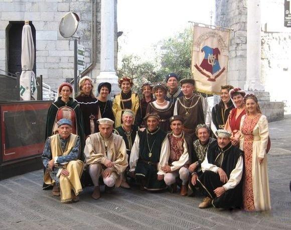 CHIOSTRI-2006-copertina-672x1024  CHIOSTRI-2006-volantino-a-538x1024  CHIOSTRI-2006-volantino-12-ottobre-538x1024  CHIOSTRI-2006-ARTICOLI-LA-REPUBBLICA-8-ottobre-2006-La-festa-nei-chiostri-del-giovane-Colombo-797x1024  CHIOSTRI-2006-Porta-Soprana  CHIOSTRI-2006-scritta-cancellat-Compagnia-dei-Viandanti-Chiostri-2006