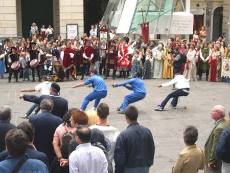 CHIOSTRI-2006-copertina-672x1024  CHIOSTRI-2006-volantino-a-538x1024  CHIOSTRI-2006-volantino-12-ottobre-538x1024  CHIOSTRI-2006-ARTICOLI-LA-REPUBBLICA-8-ottobre-2006-La-festa-nei-chiostri-del-giovane-Colombo-797x1024  CHIOSTRI-2006-Porta-Soprana  CHIOSTRI-2006-scritta-cancellat-Compagnia-dei-Viandanti-Chiostri-2006  CHIOSTRI-2006-cosiddetta-casa-di-Colombo  CHIOSTRI-2006-8-ottobre-2006-Gruppo-Storico-Fieschi-di-Casella-al-Chiostro-di-S.Andrea  CHIOSTRI-2006-san-Andrea  CHIOSTRI-2006-Chiostri-a-Matteotti  CHIOSTRI-2006-gonfaloni-a-San-Matteo  CHIOSTRI-2006-scene-di-corte-a-S.-Matteo  CHIOSTRI-2006-san-Matteo-Aleramici  CHIOSTRI-2006-astesi  CHIOSTRI-2006-Viandanti-a-S.Matteo  CHIOSTRI-2006-San-Matteo  CHIOSTRI-2006-combattimento-a-S.-Matteo  CHIOSTRI-2006-Astesi-a-S.-Matteo  CHIOSTRI-2006-Sbandieratori-a-San-Matteo.  CHIOSTRI-2006-trasferimento-da-San-Matteo-a-caricamento  CHIOSTRI-2006-Corteo-a-Campetto  CHIOSTRI-2006-orteo-in-via-Luccoli  CHIOSTRI-2006-DOC-Astesi-a-S.-Matteo  CHIOSTRI-2006-Contea-Spinola-a-Caricamento-2  CHIOSTRI-2006-Contea-Spinola-a-Caricamento  CHIOSTRI-2006-ANMI-a-Caricamento  CHIOSTRI-2006-sbandieratori-a-Caricamento  CHIOSTRI-2006-folla-incredibile-a-Caricamento  CHIOSTRI-2006-Io-Antonietta-e-Gianni  CHIOSTRI-2006-il-corteo-risale-via-san-Lorenzo-per-sistemarsi-nel-piazzale-antistante-la-cattedrale  CHIOSTRI-2006-Tiro-alla-fune-Arbitro-Tullio-Pisacane  CHIOSTRI-2006-Squadre-della-Lega-Navale-e-Nautico-San-Giorgio  CHIOSTRI-2006-tiro-fune