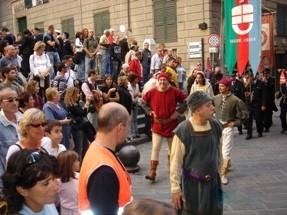 CHIOSTRI-2006-copertina-672x1024  CHIOSTRI-2006-volantino-a-538x1024  CHIOSTRI-2006-volantino-12-ottobre-538x1024  CHIOSTRI-2006-ARTICOLI-LA-REPUBBLICA-8-ottobre-2006-La-festa-nei-chiostri-del-giovane-Colombo-797x1024  CHIOSTRI-2006-Porta-Soprana  CHIOSTRI-2006-scritta-cancellat-Compagnia-dei-Viandanti-Chiostri-2006  CHIOSTRI-2006-cosiddetta-casa-di-Colombo  CHIOSTRI-2006-8-ottobre-2006-Gruppo-Storico-Fieschi-di-Casella-al-Chiostro-di-S.Andrea  CHIOSTRI-2006-san-Andrea  CHIOSTRI-2006-Chiostri-a-Matteotti  CHIOSTRI-2006-gonfaloni-a-San-Matteo  CHIOSTRI-2006-scene-di-corte-a-S.-Matteo  CHIOSTRI-2006-san-Matteo-Aleramici  CHIOSTRI-2006-astesi  CHIOSTRI-2006-Viandanti-a-S.Matteo  CHIOSTRI-2006-San-Matteo  CHIOSTRI-2006-combattimento-a-S.-Matteo  CHIOSTRI-2006-Astesi-a-S.-Matteo  CHIOSTRI-2006-Sbandieratori-a-San-Matteo.  CHIOSTRI-2006-trasferimento-da-San-Matteo-a-caricamento