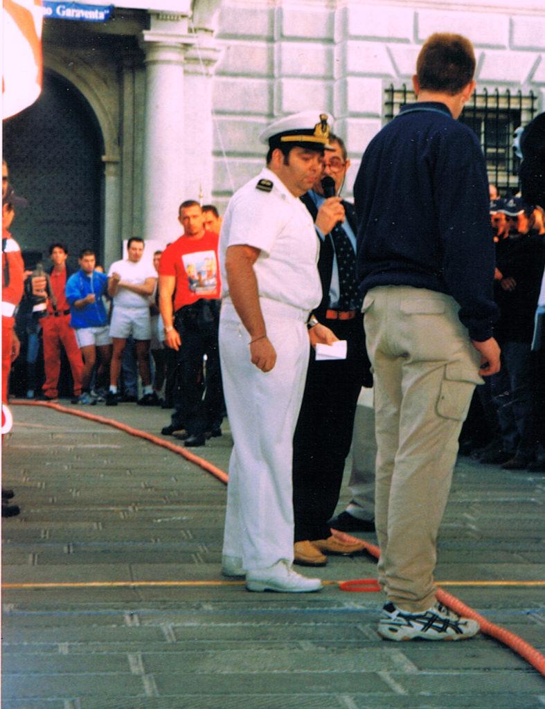 CHIOSTRI-2002-fronte-1024x724  CHIOSTRI-2002-retro-1024x724  Chiostri-2002-DOC-DOC-Piccolo-Choro-di-Musicainsieme-1024x688  Chiostri-2002-...-berretti-rossi-ai-Canonici  Chiostri-2002-il-corteo-in-piazza-Raibetta-Cristoforo-Colombo-e-il-gonfalone-della-Compagna-figlia-di-Biroli-748x1024  Chiostri-2002-Palazzo-S.Giorgio-Larbitro-del-torneo-di-tiro-alla-fune-un-sottufficiale-della-Capitaneria-di-Porto-predispone-larea.-787x1024