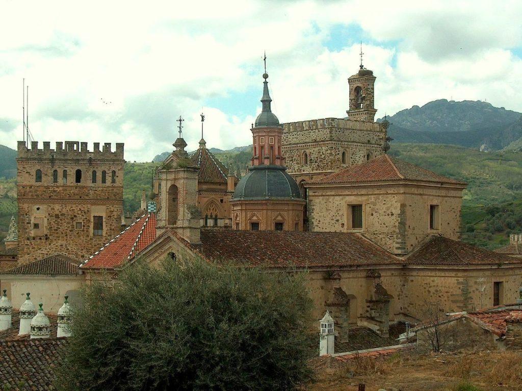 GUADALUPA-cece-con-la-croce-1024x694  Monasterio_de_Guadalupe-DOC-1024x766