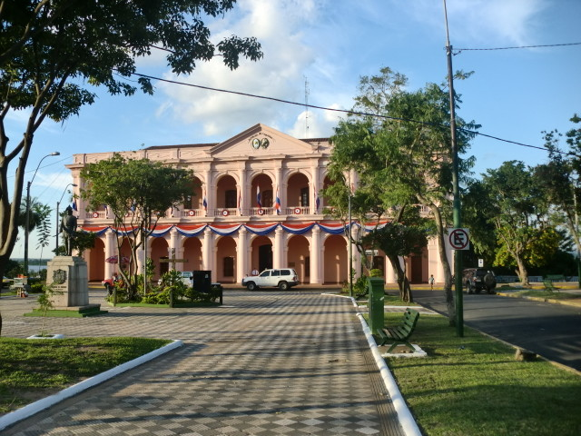 Paraguay-bandiera  mostra-asuncion-2018-Bandera_de_Asunción_Paraguay  MOSTRA-ASUNCION-2018-Centro-Cultural-de-la-republica-conosciuto-anche-come-El-Cabildo-de-Asunción