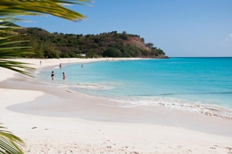 Antigua-e-Barbuda-sulla-destra-1024x576  Antigua-oggi