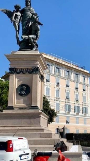 Duca-di-Galliera-inaugurazione-monumento-1024x711  Duca-di-Galliera-statua-Piazza-Commenda-e-Grand-Hotel-1024x651  Duca-di-Galliera-e-collina-S.-Rocco-cromolitografia-or.-Bertarelli-1900-1024x744-DOC  Duda-De-errariMonumento-a-Ciano-pulito  logo  189586-420x236  Delibera-trasferimento-statua-C.Colombo-in-via-Corsica-1-687x1024  Delibera-trasferimento-statua-C.Colombo-in-via-Corsica-2-698x1024  Delibera-trasferimento-statua-C.Colombo-in-via-Corsica-3-662x1024  Carignano-statua