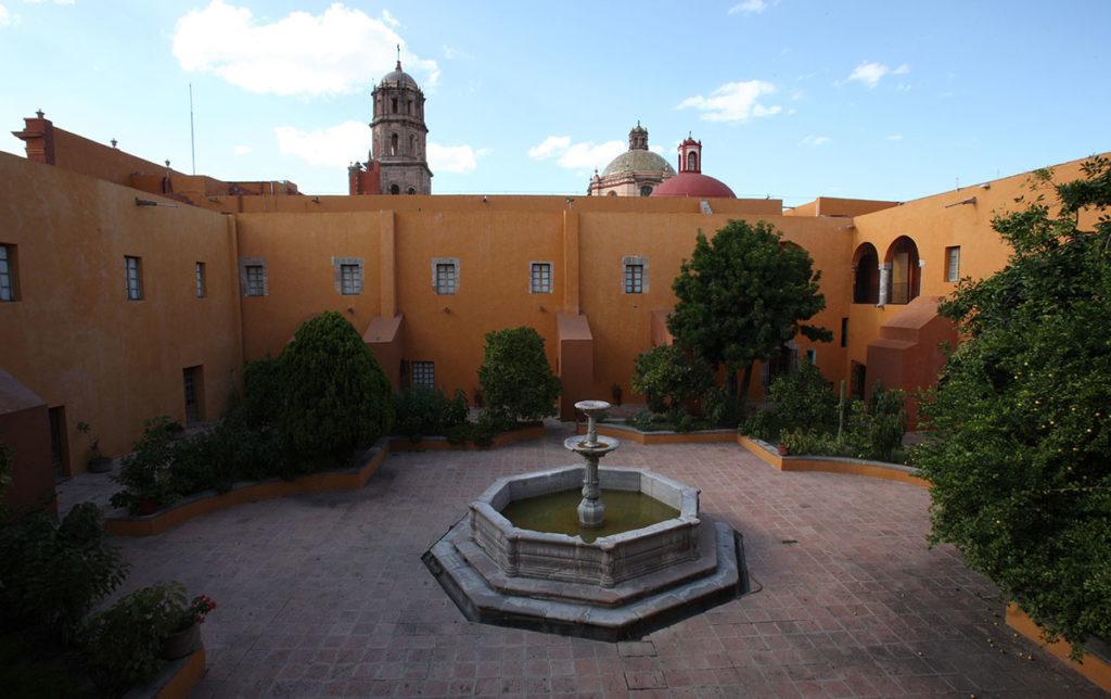 AB-Leandro-Izaguirre-Colon-en-la-Rabida  AB-Arte-Museo-Queretaro-1024x644