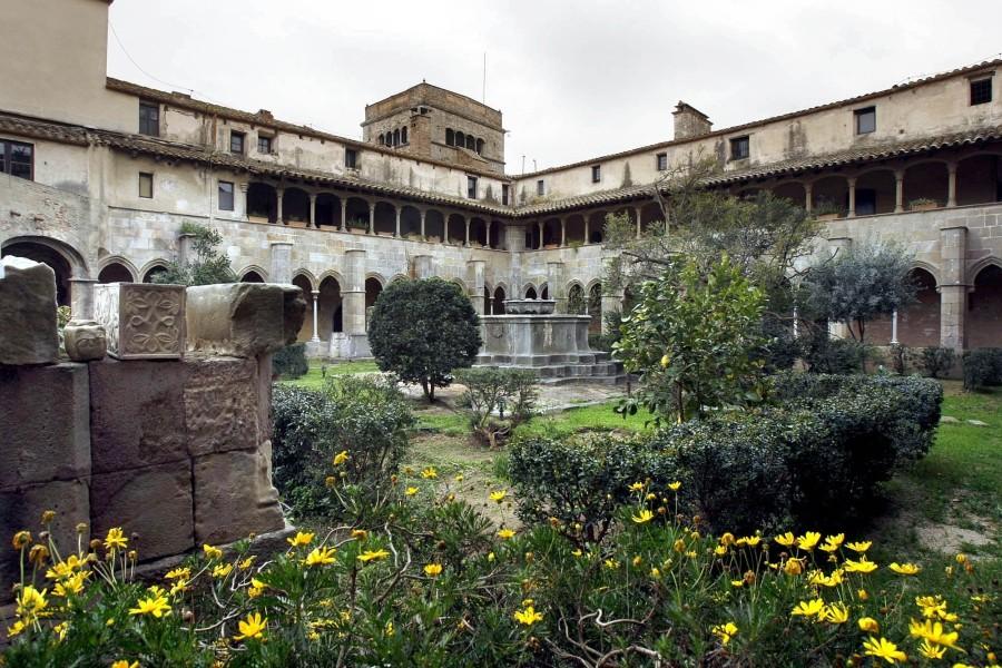 AB-Murtra-panorama-con-il-monastero-1024x683  AB-S._Jeroni_de_la_Murtra  AB-Murtra-Escudo_de_la_Orden_de_San_Jerónimo.svg_-1024x1011  AB-Murtra-scena-attentato  AB-Murtra-interno-del-chiostro-con-pianta-di-mirto-in-catalano-murtra