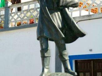 Alentejo-Cuba-statua-326x245