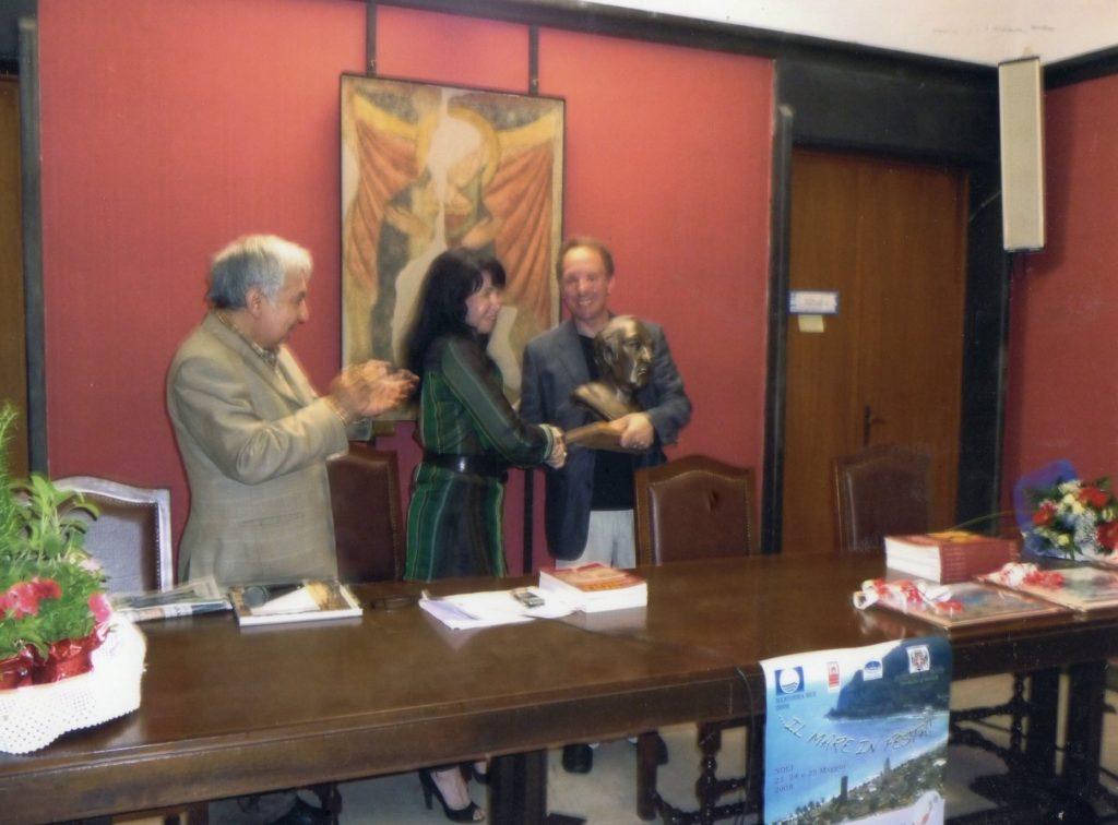 NOLI-2008-Premio-1-1024x706  NOLI-2008-premio2-1024x766  Noli-2008-saluti-del-prof.-Peluffo-1024x673  Noli-luglio-2008-A-Noli-il-premio-Cristoforo-Colombo-e-il-mare.-Prima-città-in-Italia.-702x1024  Noli-Premio-2008-1024x726  NOLI-2008-introduzionw-1024x765  NOLI-Premio-parla-Milazzo-1-1024x716  PREMIO-COLOMBO-NOLI-LAssessore-alla-cultura-e-vice-sindaco-di-Noli-ringrazia-lo-scultore-Claudio-Caporaso-autore-della-scultura-donata-come-Premio-939x1024  NOLI-3^-ed.-Premio-1024x844  NOLI-Lemei-premia-Milazzo-1024x714  NOLI-Premio-Lemei-e-Civitas-1024x756  NOLI-2008-consegna-premio-1024x756