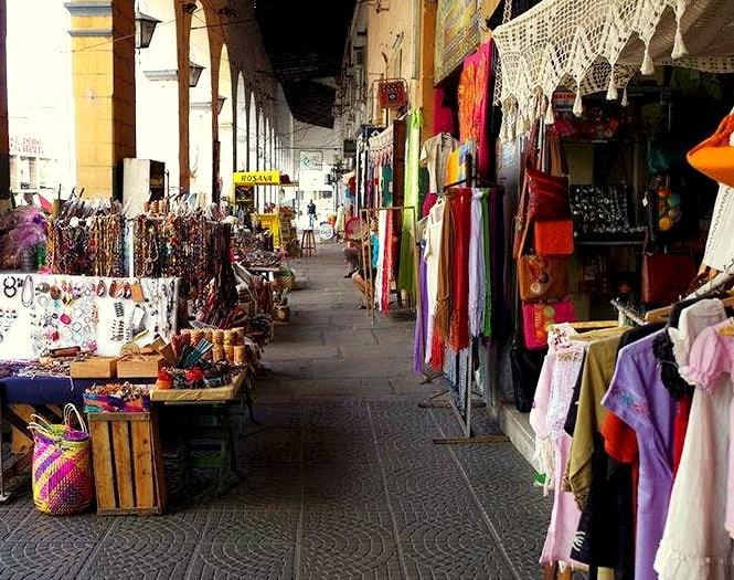 Recova-con-in-fondo-il-palazzo-della-dogana  Recoba-aduana  Recoba-colonnato  Recova-con-negozi