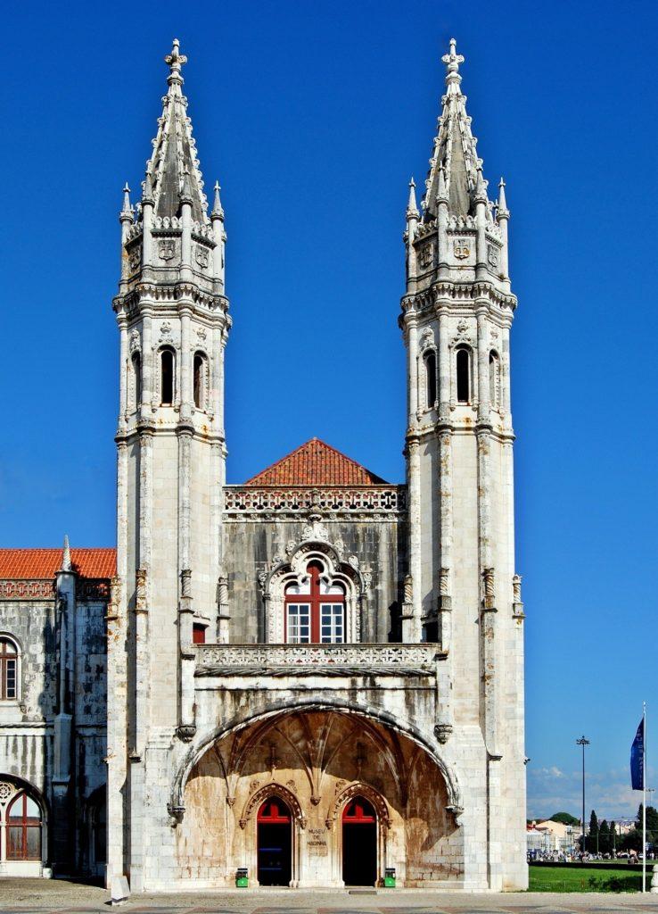 Azzorre-Museu_de_Marinha_Lissabon_Eingang_September_2014-738x1024