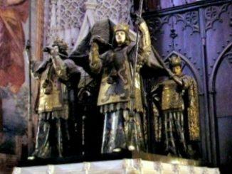cattedrale-di-Siviglia-tomba-di-Cistoforo-Colombo-326x245