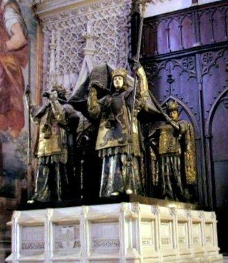 cattedrale-di-Siviglia-tomba-di-Cistoforo-Colombo-331x381