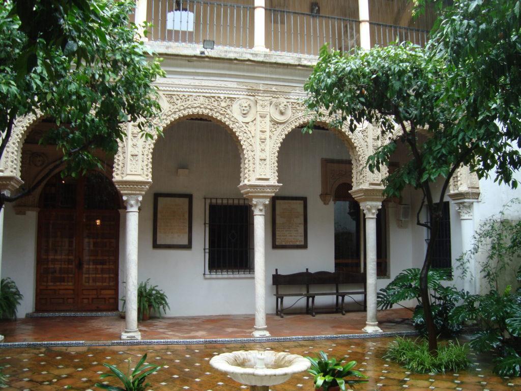 PINELLI-SIVIGLIA-Casa-Pinelos-facciata  PINELLI-lapide-con-scudo-Pinelo-capilla-del-Pilar-Cattedrale-Siviglia  PINELLI-SIVIGLIA-Casa-de-los-Pinelos-cortile-1024x768
