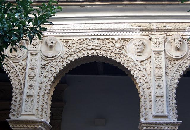 PINELLI-SIVIGLIA-Casa-Pinelos-facciata  PINELLI-lapide-con-scudo-Pinelo-capilla-del-Pilar-Cattedrale-Siviglia  PINELLI-SIVIGLIA-Casa-de-los-Pinelos-cortile-1024x768  Pinelo-galleria  Pinelo-Intonaci