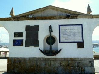 BAYONA-doc-doc-doc-monumento-conmemorativo-a-la-arribada-326x245