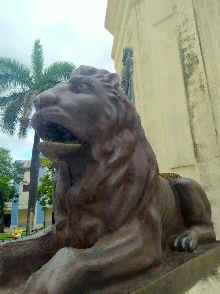LEONE-Lion_Bronze_Statue_and_part_of_Christopher_Columbus_Statue_Monument
